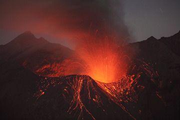 Showa crater, Sakurajima volcano, strombolian eruption following vulcanian explosion (01.01.10) (Photo: Richard Roscoe)
