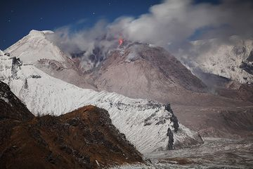 The active lava dome of Shiveluch volcano, Kamchatka, in Oct 2013 (Photo: Richard Roscoe)