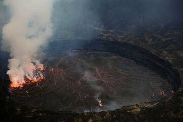 Again the Nyiragongo lava lake. The red glow of the lava was clearly visible through the day. (Photo: shinkov)