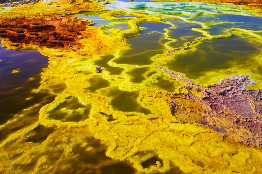 The colors of Dallol look unearthly. It is however only table salt, sulfur and a palette of other chemicals, expelled by the underlying volcano. (Photo: shinkov)