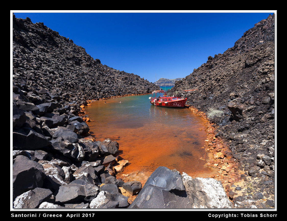 Iron-rich hydrothermal spring at Nea Kameni island, Santorini volcano (Greece) (Photo: Tobias Schorr)