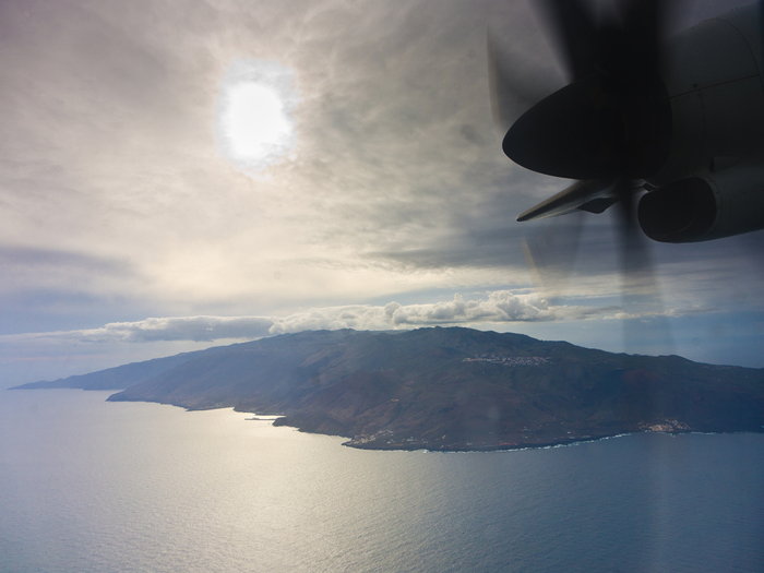 View to the island of El Hierro from the airplane (Photo: Tobias Schorr)