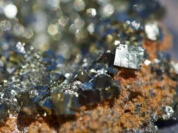 Pyrite crystals from Paliohori beach / Milos island (Photo: Tobias Schorr)