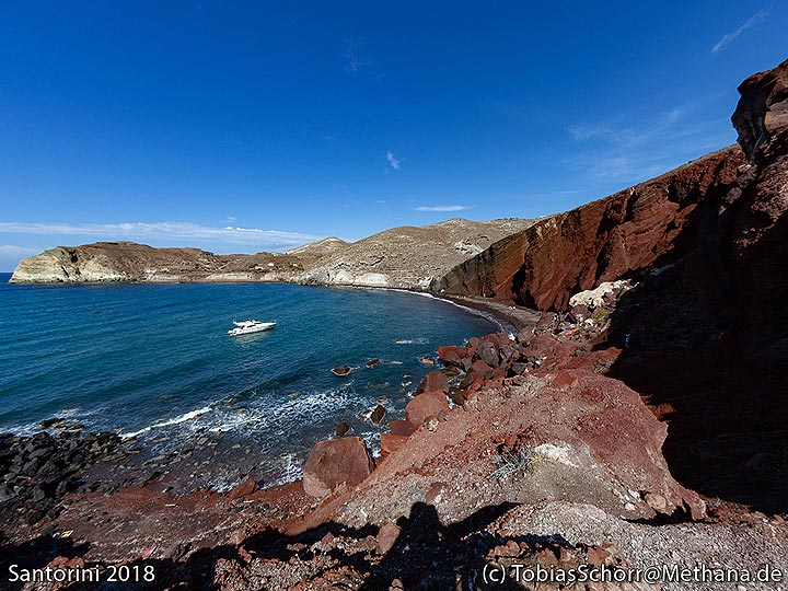 """The famous """"red beach"""" at the volcanic cinder cone at Acrotiri. (Photo: Tobias Schorr)"""