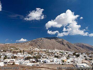View towards the village of Emporio. (Photo: Tobias Schorr)