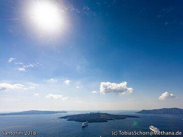 View to the caldera of Santorini. (Photo: Tobias Schorr)