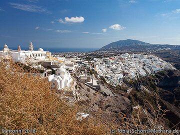 The maintown of Santorini, Thira. (Photo: Tobias Schorr)