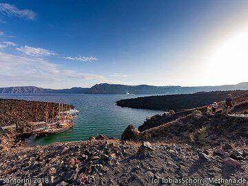 The bay at Nea Kameni island. (Photo: Tobias Schorr)