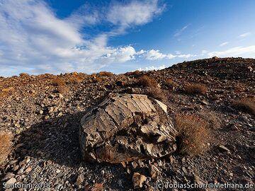 The famous breadcrust bomb on Nea Kameni island. (Photo: Tobias Schorr)
