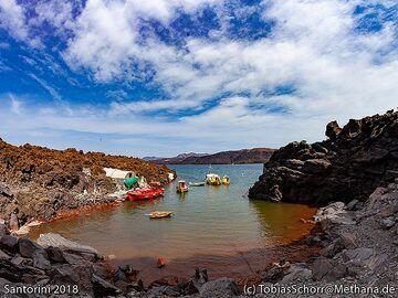 The harour bay of Palia Kameni island. (Photo: Tobias Schorr)