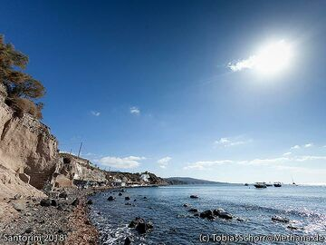 The pumice coast at Acrotiri. (Photo: Tobias Schorr)