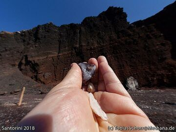 A little piece of agate from the red beach cinder cone. (Photo: Tobias Schorr)