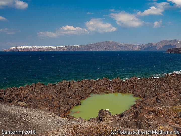 The little crater lake on Palia Kameni island. (Photo: Tobias Schorr)