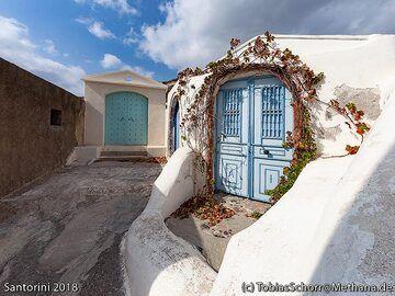 A private entrance at Emporio village. (Photo: Tobias Schorr)