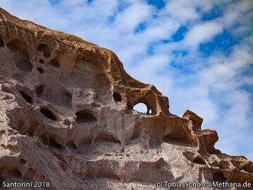 Scenic pumice rocks near Acrotiri. (Photo: Tobias Schorr)