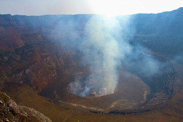 The huge caldera of Nyiragongo volcano (Photo: Yashmin Chebli)