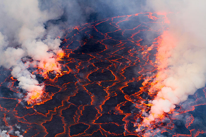 Violent degassing from the lava lake creates rows of lava fountains. (Photo: Yashmin Chebli)