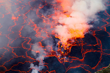 View onto the lava lake. (Photo: Yashmin Chebli)