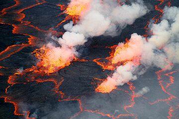 Several lava fountains. (Photo: Yashmin Chebli)