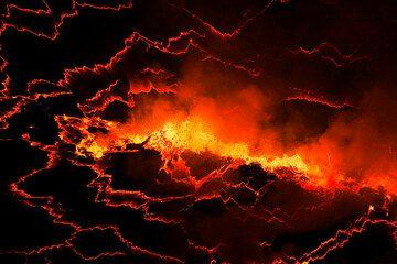 Fissure-shaped degassing fountain on the lava lake surface. (Photo: Yashmin Chebli)