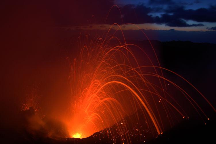 Eruption at Yasur (Photo: Yashmin Chebli)