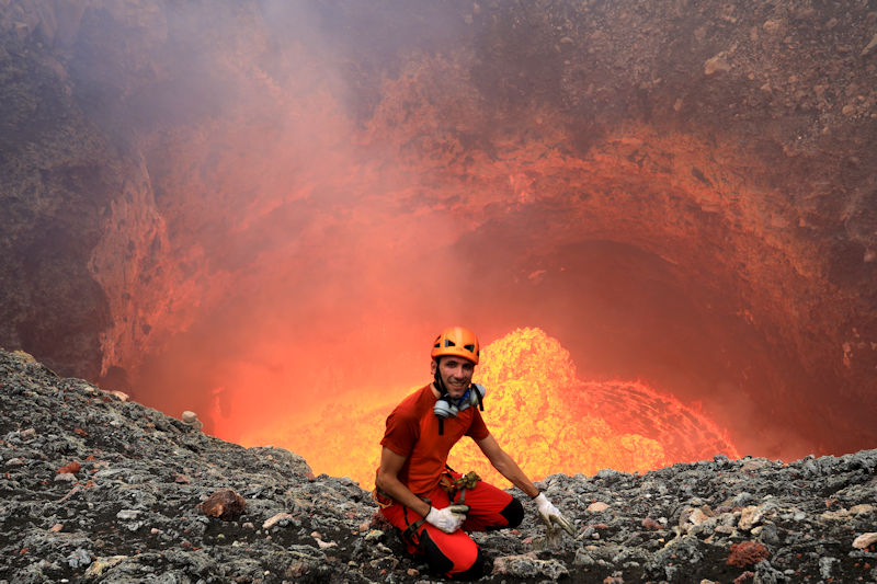 Our expedition leader Yashmin 25 m above the lava lake in Benbow crater (July 2018, Ambrym, Vanuatu) (Photo: Yashmin Chebli)