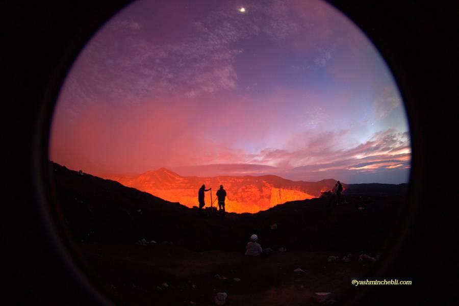 Marum lava lake / Yashmin CHEBLI 2014 Great sunrise on the rim of Marum volcano MARUM072014_0068r.jpg (Photo: Yashmin Chebli)