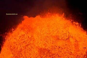 Marum lava lake / Yashmin CHEBLI 2014 Impressive bubbling on the Marum lava lake surface MARUM072014_0250r.jpg (Photo: Yashmin Chebli)