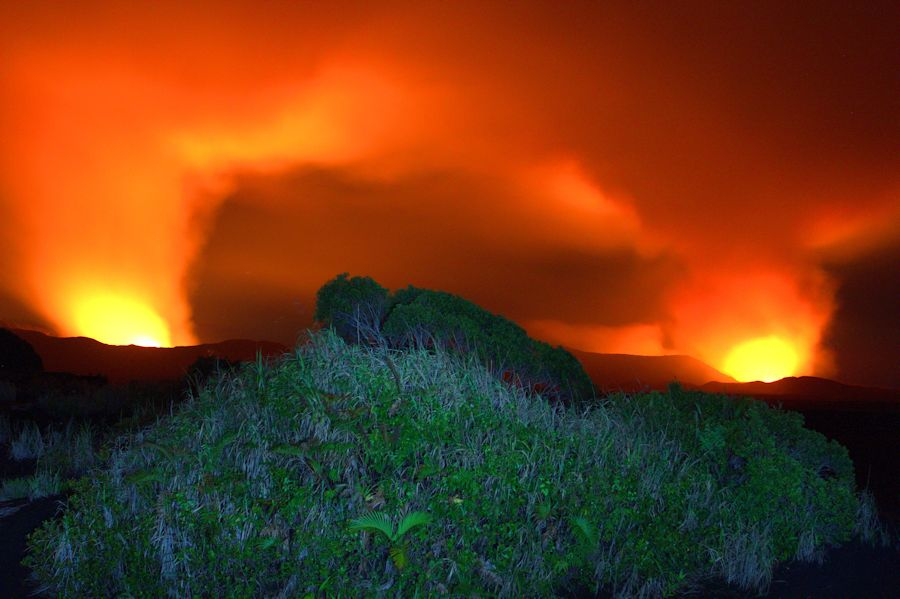 Glow from the lava lakes in Benbow and Ambrym (Photo: Yashmin Chebli)