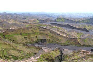 Erosion gullies in the ash layers of the Ambrym caldera (Photo: Yashmin Chebli)