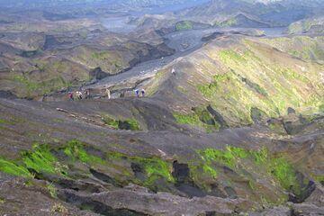 Group on its way to Benbow volcano, Ambrym caldera (Photo: Yashmin Chebli)