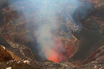 The lava lake of Benbow in May 2013, Ambrym (Vanuatu) (Photo: Yashmin Chebli)