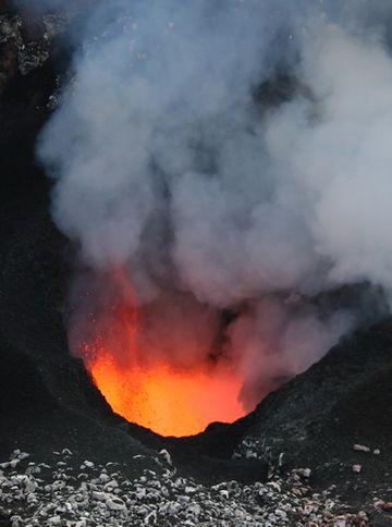 Benbow lava lake (Photo: Yashmin Chebli)
