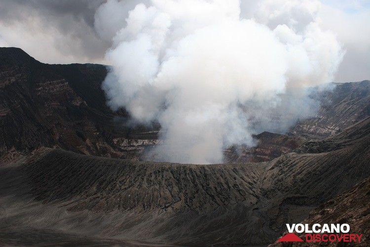 Vue panoramique de l'intérieur du volcan benbow (Photo: Yashmin Chebli)