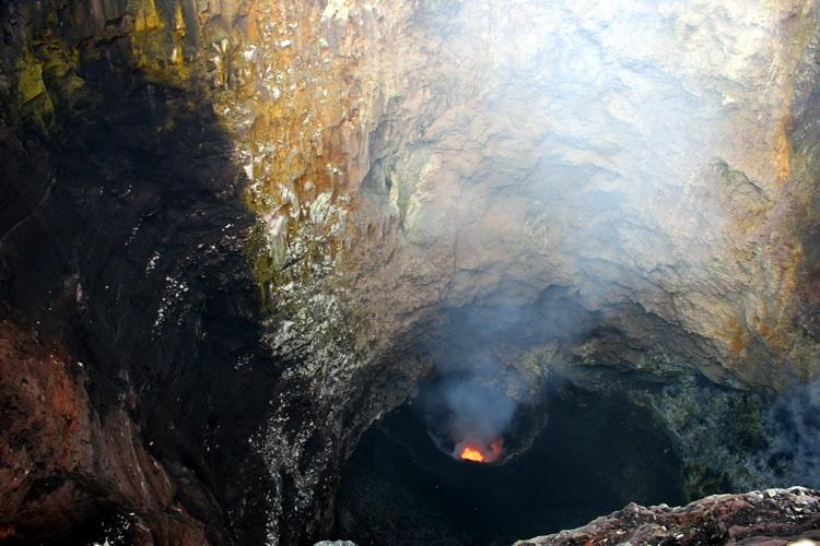 Ambrym Vulkan - die Lavaseen des Marum und Benbow (Photo: Yashmin Chebli)