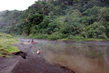 Hot springs north of Yasur volcano (Photo: Yashmin Chebli)