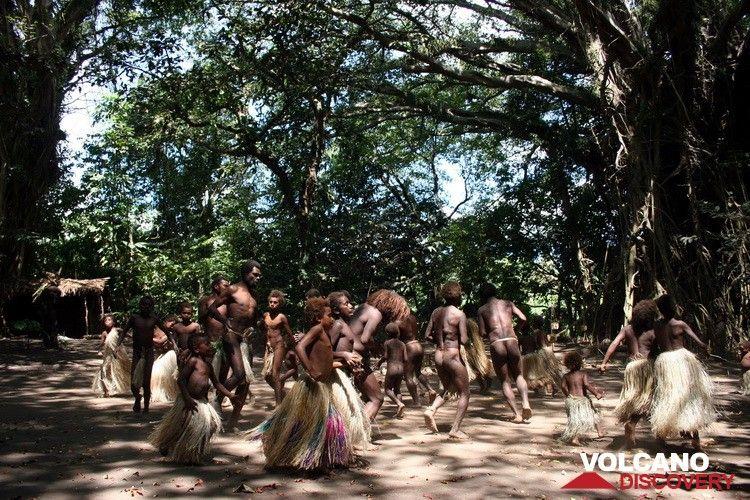 Danses coutumières au Village de Louinio sur l'île de Tanna (Y.Chebli, Volcano Discovery) (Photo: Yashmin Chebli)