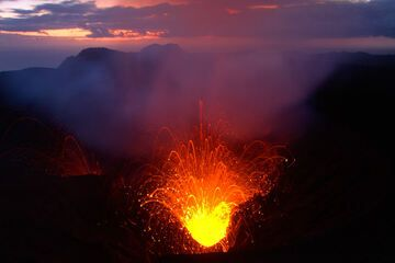 Strombolian activity from Yasur volcano at dawn (Tanna Island, Vanuatu) (Photo: Yashmin Chebli)