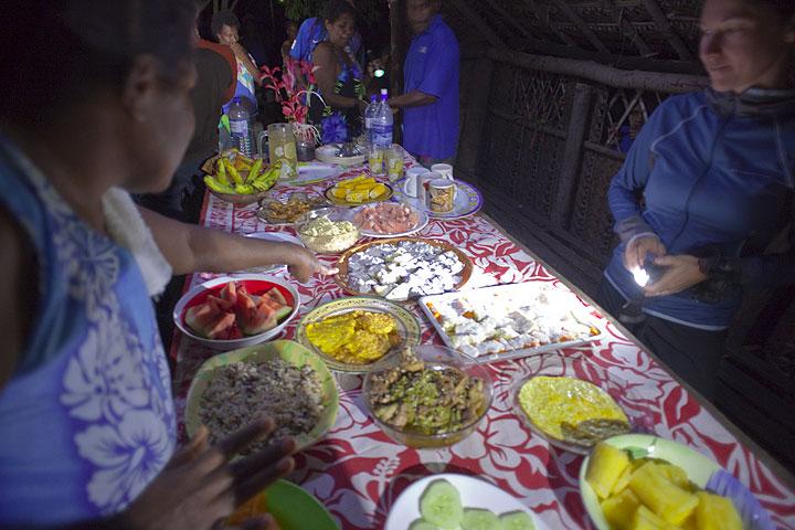 In Lalinda erwartet uns ein köstliches 15-Gänge Menü aus lokalen Spezialitäten. (Photo: Tom Pfeiffer)
