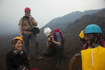 The group is now near the crater complex. It's foggy and gas masks are already sometimes needed. (Photo: Tom Pfeiffer)