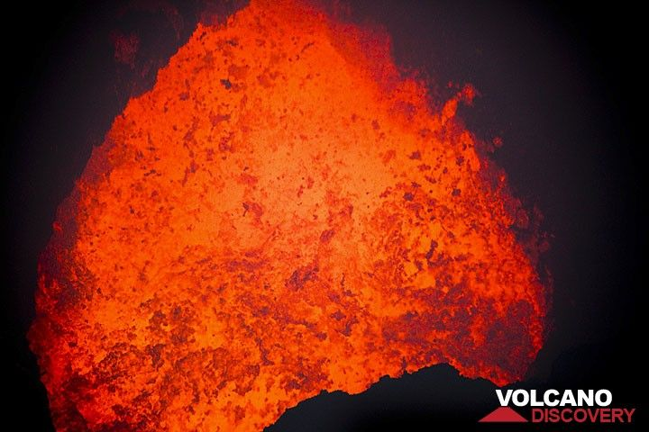 An active lava lake inside Marum crater (Photo: Tom Pfeiffer)