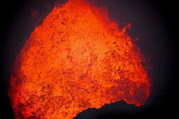 Ein aktiver Lavasee im Marum Krater (Photo: Tom Pfeiffer)