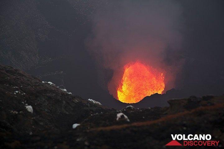 Blick auf den Lavaseem im marum Krater (Ambrym-Vulkan).  (Photo: Tom Pfeiffer)
