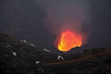 View of the lava lake inside Marum crater (Ambrym volcano) (Photo: Tom Pfeiffer)