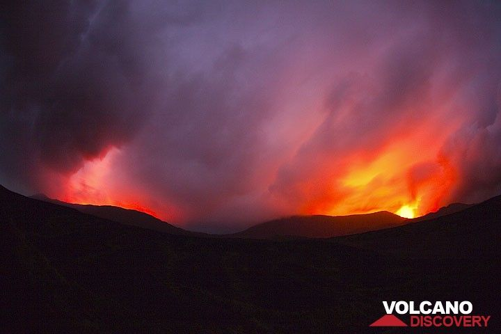 Lightnings and lava illuminate dramatic cloud formations above the caldera. (Photo: Tom Pfeiffer)