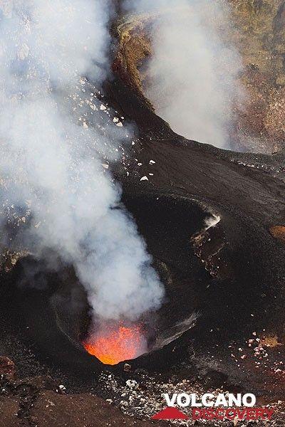 Süd- und Nordschlot im Benbow Krater. (Photo: Tom Pfeiffer)