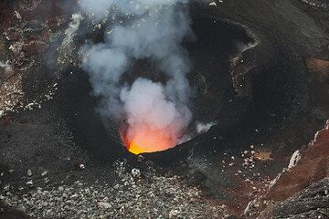 View of the S vent inside Benbow crater, containing a small lava lake (Photo: Tom Pfeiffer)