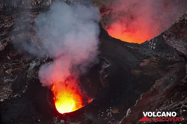 The south (l) and north (r) pit craters containing little lava lakes. Strong spattering from the south pit. (Photo: Tom Pfeiffer)