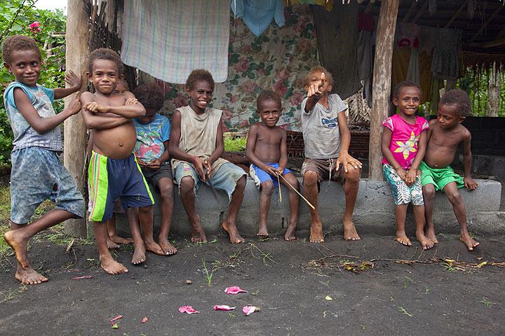 Children in Lalinda (Photo: Tom Pfeiffer)