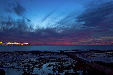 Sunset over the Pacific (Photo: Tom Pfeiffer)